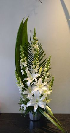 1 million+ Stunning Free Images to Use Anywhere Funeral Floral Arrangements, Tropical Flower Arrangements, Creative Flower Arrangements, Flower Arrangement Designs, Church Flower Arrangements, Beautiful Flower Arrangements, Beautiful Flowers, Altar Flowers, Church Flowers