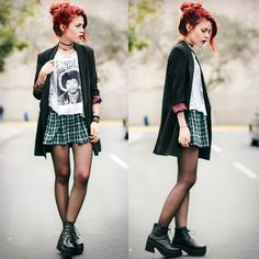 <3 this outfit that she paired with the old school skirts
