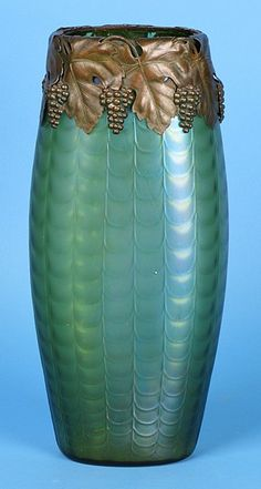 175: Loetz Art Glass Vase : Lot 175