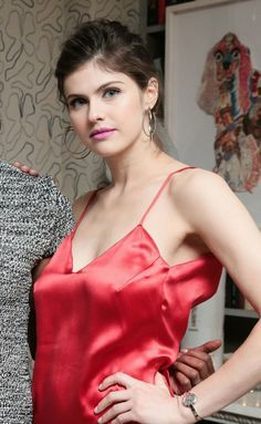Alexandra Daddario is the Most Sensational Actress in the History of World Cinema Beautiful Celebrities, Most Beautiful Women, Beautiful Actresses, Alexandra Anna Daddario, Hollywood Celebrities, Mode Style, Sexy Women, Celebs, Lady