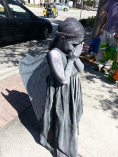 Tombstone Angel Halloween Costume - this. Is. Awesome!!!/////FOOL, THATS A WEEPING ANGEL! DON'T BLINK! DON'T LOOK AWAY!