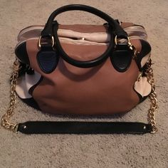 Audrey Brooke purse Genuine leather tricolor Audrey Brooke purse. It has shoulder straps and a cross body strap. Has been used. As minimal wear and tear. Inside is a little pulled otherwise it is in great shape. Audrey Brooke Bags Hobos