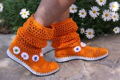 Punto y lana - 1.540 productos únicos para comprar online en DaWanda Crochet Boot Cuffs, Crochet Boots, Flip Flop Sandals, Flip Flops, Shoes Sandals, Slippers, Crafts, Fashion, Booties Crochet