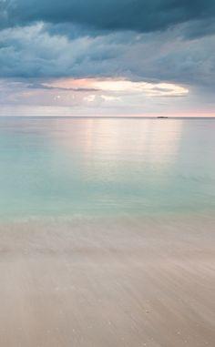 Carribean Light (this is what I imagine Heaven to look like) Image Zen, Image Nature, Sea And Ocean, Ocean Beach, Ligne D Horizon, Beach Please, I Love The Beach, To Infinity And Beyond, Beautiful Beaches