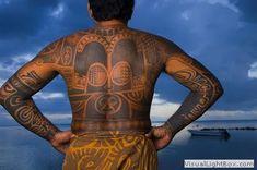 Motif tatouage polynesien et maori dos et bras complet