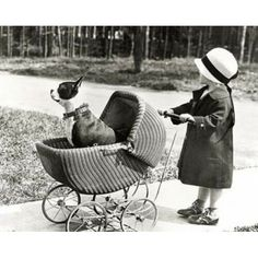 'La fillette et le chien' [the little girl and the dog]. I love how proud that Boston terrier is, the awesomeness of the pram, and that the little girl is facing away. In short: a perfect photograph. Photo Vintage, Vintage Dog, Vintage Ideas, Vintage Black, Animals For Kids, Cute Animals, Dog Stroller, Vintage Children Photos, Nanny Dog