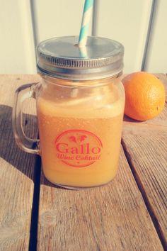 Grain de Passion : un jus acidulé pour faire le plein de vitamines ! 1 carotte, le jus d une orange, 1 fruit de la passion, 1/2 verre d eau, une pincée de cannelle, une poignée de glaçons.