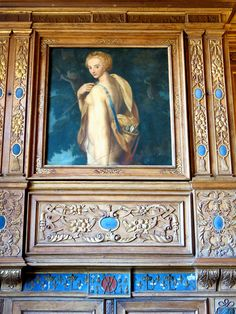 Cabinet des grelots du chateau de Beauregard: une toile représentant Louis XIII à cheval ornait le cheminée jusqu'au début du XX°s. Pour pallier sa disparition en 1925, la famille de Gosselin commanda, au musée du Louvre, une copie de la Diance chasseresse de François Clouet.
