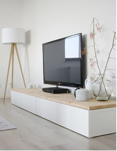 Idée déco pour le coin TV : - meuble de cette taille environ pour poser fleurs, bougies ou branchages, et des photos <3
