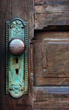 Door knobs are sometimes even better than the doors themselves! Oh such a beautiful door knob. Old Door Knobs, Door Knobs And Knockers, Glass Door Knobs, Door Hinges, Front Door Hardware, The Doors, Windows And Doors, Front Doors, Boho Home