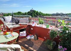 INTERIEURTIP. Een balkon als bescheiden groene oase - De Standaard