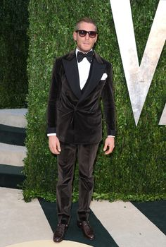 Lapo Elkann Photos - Lapo Elkann arrives at the 2013 Vanity Fair Oscar Party hosted by Graydon Carter at Sunset Tower on February 2013 in West Hollywood, California. - 2013 Vanity Fair Oscar Party Hosted By Graydon Carter - Arrivals Brown Tuxedo, Tuxedo For Men, Dandy, Lapo Elkann, Modern Suits, Graydon Carter, Best Dressed Man, Fashion Now, Daily Fashion