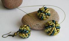 Herringbone superduo beaded bead
