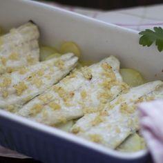 Lubina al Varoma con salsa de aceite, ajo y limón Thermomix.
