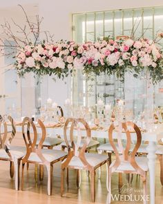Raise your hand if you can't get enough of #rosegold accents! | Photography By: SImply Sweet Photography | WedLuxe Magazine | #WedLuxe #Wedding #luxury #weddinginspiration #luxurywedding #weddingreception #weddingdecorations #gardenwedding #pinkwedding #springwedding
