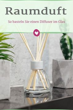 Make room fragrance yourself: How to make a diffuser in the glass - A diffuser is suitable for a beautifully scented home. The room scent is easy to make yourself. Homemade Reed Diffuser, Room Scents, Lip Scrub Homemade, Thrift Store Crafts, Bath And Bodyworks, Make Up, Make It Yourself, Fragrance, Blog