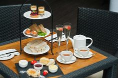 'Al Fresco' Afternoon Tea & Bubbly for 2