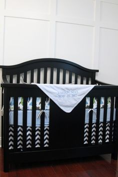 no-sew crib skirt. except i would sew it because i like that better.