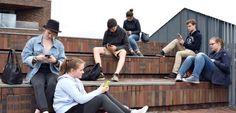 """Schüler zeigen ihre Apps: """"E-Mails schreiben nur alte Menschen"""""""