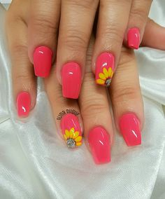 Semi-permanent varnish, false nails, patches: which manicure to choose? - My Nails Nail Designs Spring, Toe Nail Designs, Acrylic Nail Designs, Flower Nail Designs, Floral Designs, Bright Nail Designs, Cute Summer Nail Designs, Nails Design, Design Design