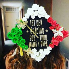 Latina graduation caps with Spanish quotes, the Mexican flag and more. Creative decoration ideas that are perfect for graduation. Graduation Cap Toppers, Graduation Cap Designs, Graduation Cap Decoration, Graduation Caps, Grad Cap, Graduation Ideas, Graduation Parties, Nursing Graduation Pictures, Grad Pics
