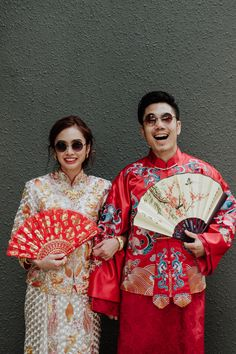 Letty and Benjamin's Incredible Myanmar Pre-Wedding and Stylish Wedding Celebrations Bride and groom in traditional Chinese wedding outfits! View the full set of Letty and Benjamin's gorgeous and stylish wedding on SingaporeBrides. Chinese Wedding Dress Traditional, Chinese Wedding Decor, Chinese Bride, Chinese Wedding Tea Ceremony, Pre Wedding Photoshoot, Wedding Shoot, Wedding Outfits, Wedding Attire, Wedding Dresses