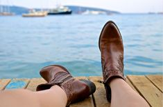 person wearing brown leather side-zip boots sits on brown wooden pier near body of water during daytime Pull On Work Boots, How To Wear Ankle Boots, Moda Sneakers, Sneakers Mode, Shoes Sneakers, Fashion Images, Fashion Models, Fashion Styles, Style Fashion
