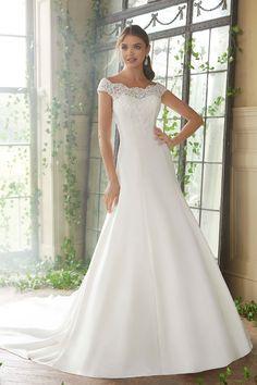 06424128a8 Elegáns A vonalú mikádó esküvői ruha különleges csipkével díszített  vállrésszel.