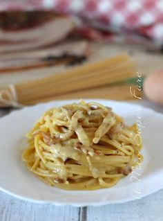 Pasta Alla Carbonara, Carbonara Recipe Authentic, Spaghetti Salad, Risotto, Aglio, Pasta Recipes, Lasagna, Italian Recipes, Tagliatelle