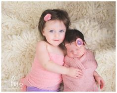 newborn sibling photography - sisters - newborn and sister