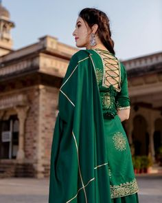 Kurti Back Neck Designs, Punjabi Suit Neck Designs, Patiala Suit Designs, Kurta Neck Design, Neck Designs For Suits, Kurta Designs Women, Dress Neck Designs, Kurti Designs Party Wear, Blouse Designs