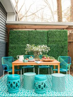 40 Chic Ideas for Patios and Porches on a Budget | HGTV House Of Turquoise, Small Outdoor Spaces, Outdoor Areas, Apartment Deck, Patio Decorating Ideas On A Budget, Patio Ideas, Porch Decorating, Decor Ideas, Porch Ideas