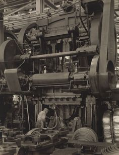 Ford Plant, River Rouge, Stamping Press, 1927 – Charles Sheeler, this is a little one! Cafe Industrial, Industrial Machinery, Industrial Bathroom, Vintage Industrial, Industrial Artwork, Industrial Closet, Industrial Bookshelf, Industrial Apartment, Heavy Machinery