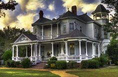 Southern home decorating planning southern style homes south southern style homes decorating ideas southern living home Style At Home, Southern Home Decorating, Decorating Ideas, Decor Ideas, Southern Style Homes, Southern Living House Plans, Country Living, Victorian Style Homes, Victorian Era