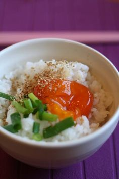 Tamagokake Gohan -- Egg sauce over Rice 卵かけご飯 Japanese Rice Dishes, Japanese Kitchen, Japanese Food, Veggie Recipes, Asian Recipes, Food Design, Omurice, Katsudon, Love Food
