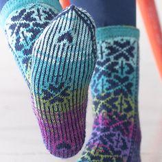 OHJE: Onnenapila-sukat Neko, Fingerless Gloves, Arm Warmers, Mittens, Socks, Knitting, Winter, Diy, Inspiration