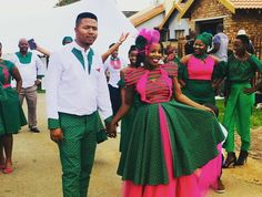 4 Factors to Consider when Shopping for African Fashion – Designer Fashion Tips Tsonga Traditional Dresses, Traditional Wedding Dresses, Traditional Weddings, African Wear, African Fashion, African Traditional Wear, Kitenge, Getting Married, Girly