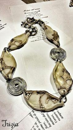 collana lunga con perle trasparenti
