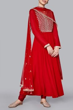 Update your collection with these super stylish Pure Georgette floor length Anarkali with churidar salwar and dupatta. This beautiful Kurti comes with matching Anarkali Dress, Pakistani Dresses, Indian Dresses, Pakistani Bridal, Indian Sarees, Kurti Designs Party Wear, Kurta Designs, Dress Designs, Lehenga Designs