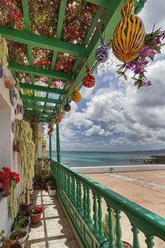 Casitas caracteristicas y coloridas tipicas de los pueblecitos de mar de #Lanzarote