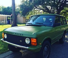 So a few week ago, I decided to get rid of my 2011 Chevy Cruze and 'upgrade' to a 1988 Range Rover Classic... And I couldn't be happier with my decision! Everyone meet Oliver! #RangeRoverClassic #RangeRover #V8 #NewOldCar #1988