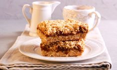 Need a killer dessert for your office party or dinner club? You need salted caramel oven-baked apple bars! Baked Apple Dessert, Apple Dessert Recipes, Vegan Desserts, Date Squares, Apple Bars, Kolaci I Torte, Snacks Saludables, Salty Snacks, Cake Bars