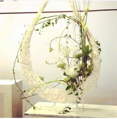 Inspiration from a U-Shape Letter . Nearly invisible . The bleached Wood is from… Art Floral, Floral Design, Flower Show, Flower Art, Gregor Lersch, Contemporary Flower Arrangements, Bleached Wood, Simple Flowers, Abstract Flowers
