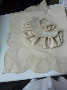 Table Runners, Diy And Crafts, Projects To Try, Sewing, Lace, Women, Beautiful, Small Sewing Projects, Kaftan