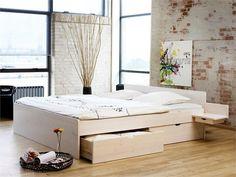 Messina Hvitlasert Furu Seng.rnHeltre, og solid seng for deg som ønsker en stilren og smart løsning med 4 inkluderte skuffer. Kjøp lett på nett hos oss!