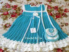 Croche e Cia: Vestido azul e branco com bolsinha Crochet Girls, Crochet Baby, Toddler Dress, Diy Clothes, Girls Dresses, Baby Dresses, Needlework, Apron, Crafts