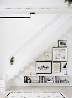 Nice use of Art in space under stairs! Domino magazine shares storage tips for the space under the stairs. How to decorate the empty space under the stairs. Style At Home, Home Deco, Space Under Stairs, Open Stairs, White Stairs, Floating Stairs, Under The Stairs, Floating Shelves, Escalier Design
