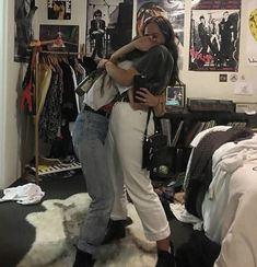 Do you like to call someone best friend or not? A: I don't think it's important importante cuyo do that, I'm happy when I can spend time with them 💖 I… Best Friend Goals, My Best Friend, Teenage Dirtbag, Look Vintage, Gal Pal, Friend Photos, Friend Pictures, Girl Gang, Cute Couples