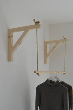 Hanging ,Pair of Shelf Brackets, Shelf Brackets and Ladder, Shelf Brackets and Rail ! - Hanging Pair of Shelf Brackets Shelf Brackets and Ladder You are in the right place about diy cuader - Garderobe Design, Diy Garderobe, Diy Bedroom Decor, Diy Home Decor, Wall Decor, Wall Art, Clothes Shelves, Clothes Storage, Hanging Clothes Racks