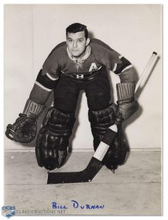 Bill Durnan : William Ronald « Bill » Durnan (22 janvier 1916 à Toronto, Ontario - 31 octobre 1972) est un joueur professionnel de hockey sur glace en Amérique du Nord. Il évoluait en tant que gardien de but pour les Canadiens de Montréal de la Ligue nationale de hockey. Il a joué sept saisons au sein de la Ligue nationale de hockey et était ambidextre. Hockey Sport, Hockey Goalie, Hockey Players, Ice Hockey, Montreal Canadiens, Goalie Mask, Good Old Times, Tampa Bay Lightning, Los Angeles Kings